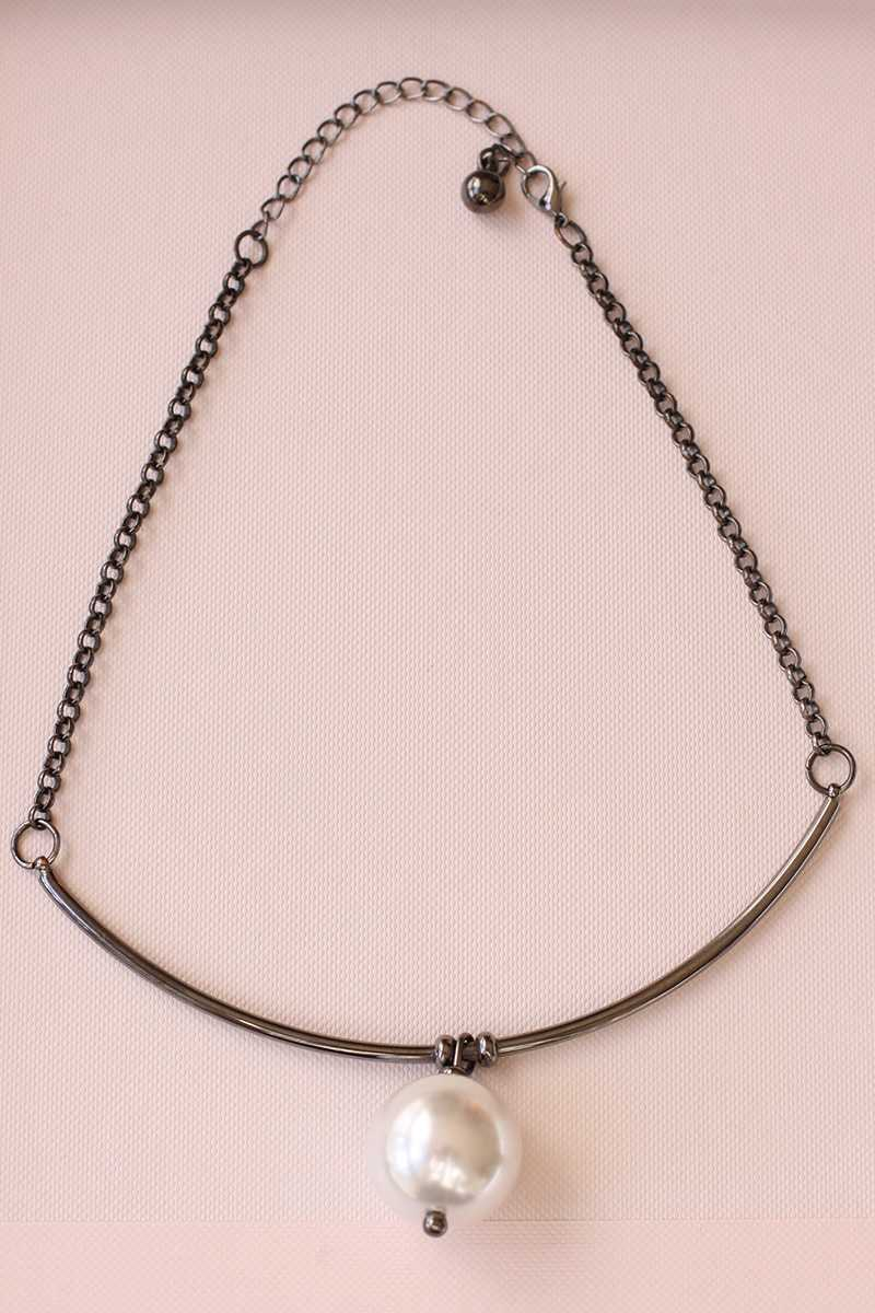 Teresa Pearl Bar Necklace