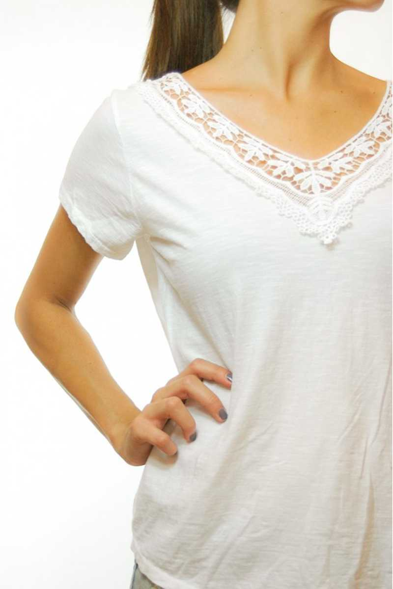Jazmin Lace Trim T-shirt in White