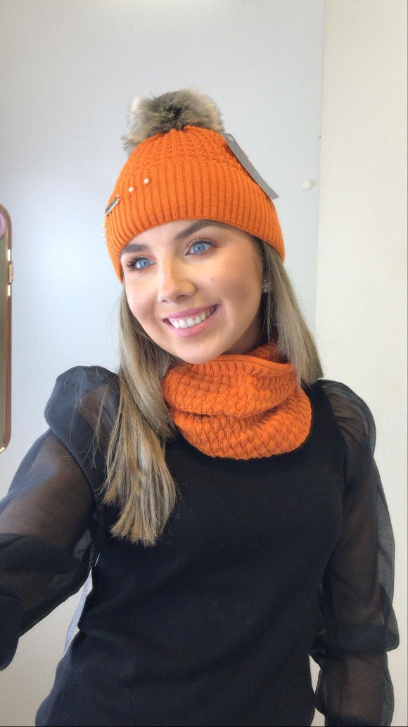 Orange hat and snood set