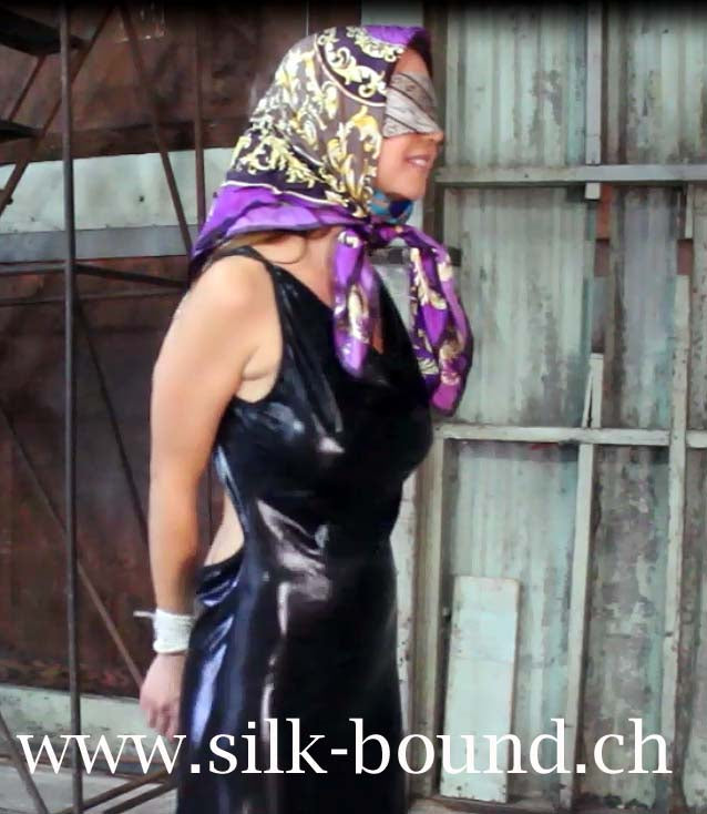 Chrissy - in the scarf club - part 2 - silk-bound.ch