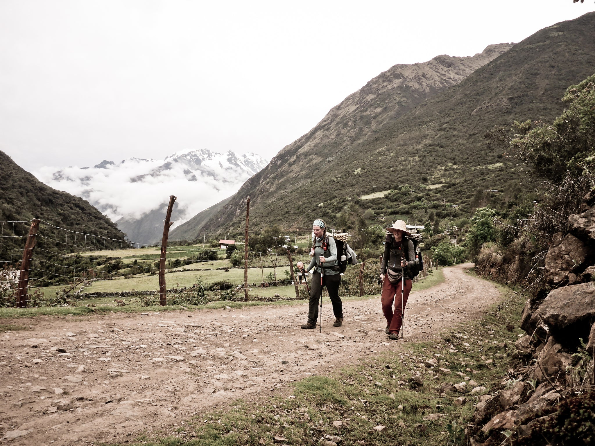 A section of dirt roads connects the Sacred Valley proper to the Choquequirao Ruins trail. Much of this is intersected by local footpaths.