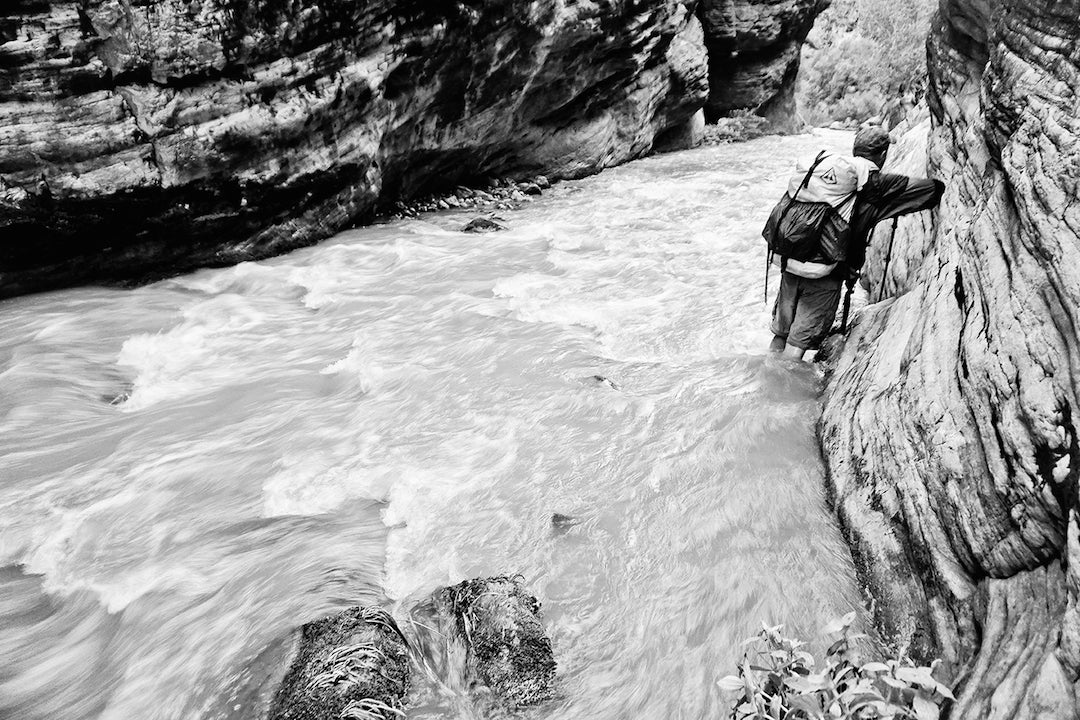 Dave Nally threads the needle fording a flashing Tapeats Creek.