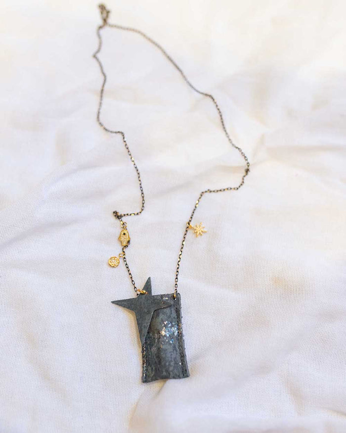 Little atsuyo et akiko accessories amulet crystal necklace in oxidize pewter