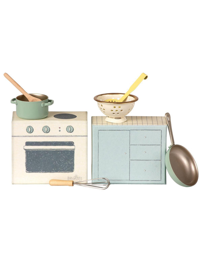 Little maileg play cooking set