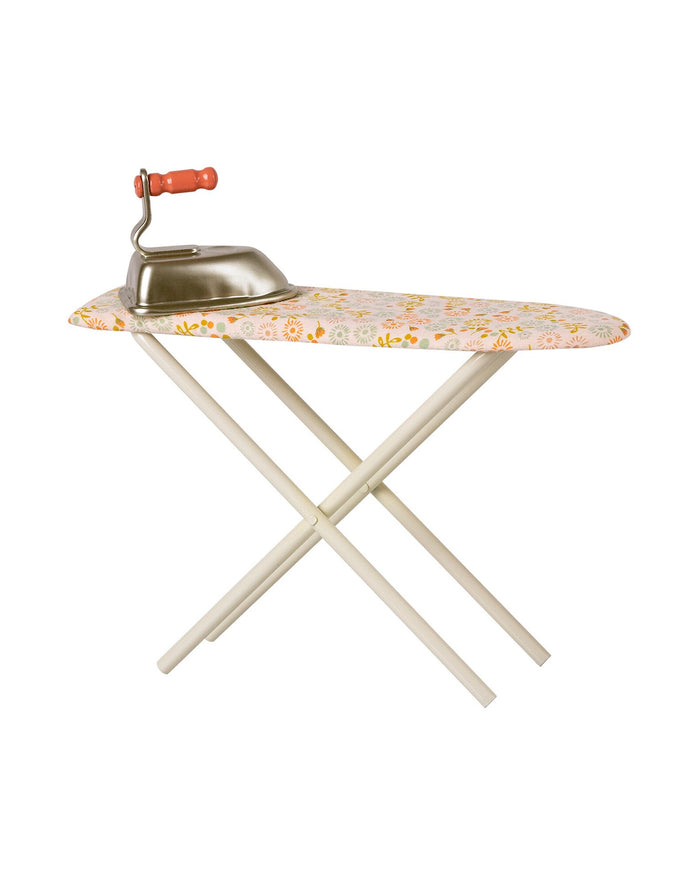 Little maileg play iron + ironing board