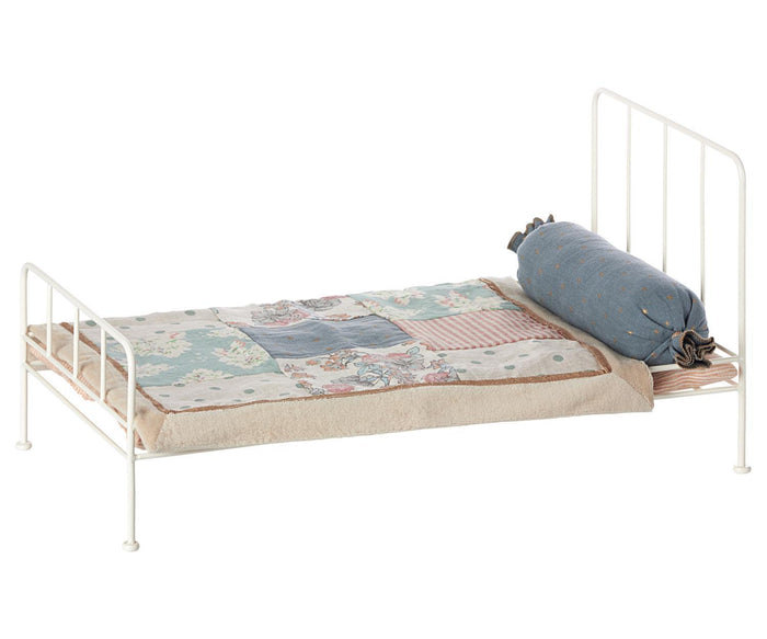 Little maileg play medium metal bed in off white