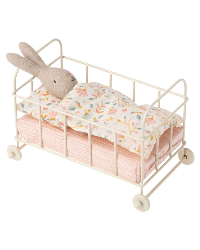 Little maileg play micro baby cot