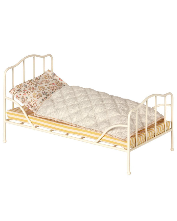 Little maileg play mini vintage bed in off-white
