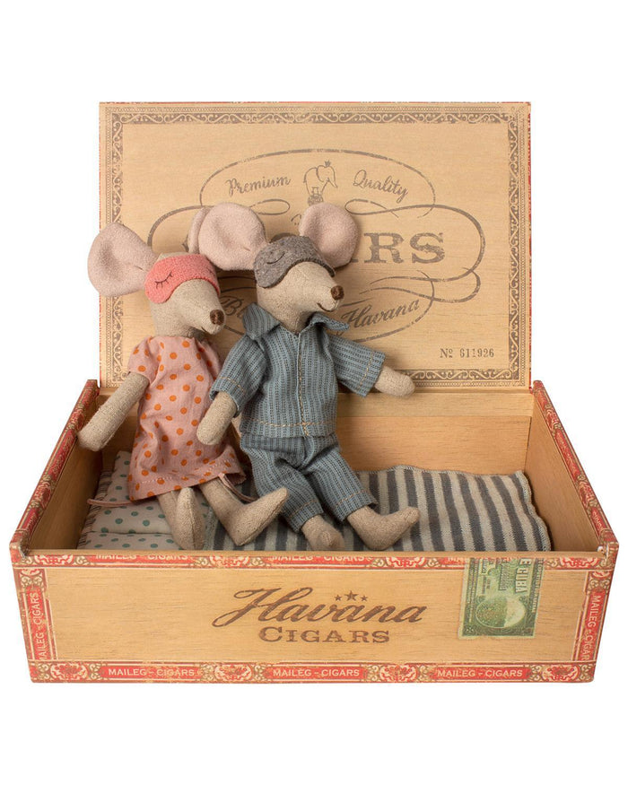 Little maileg play mum + dad mice in cigar box