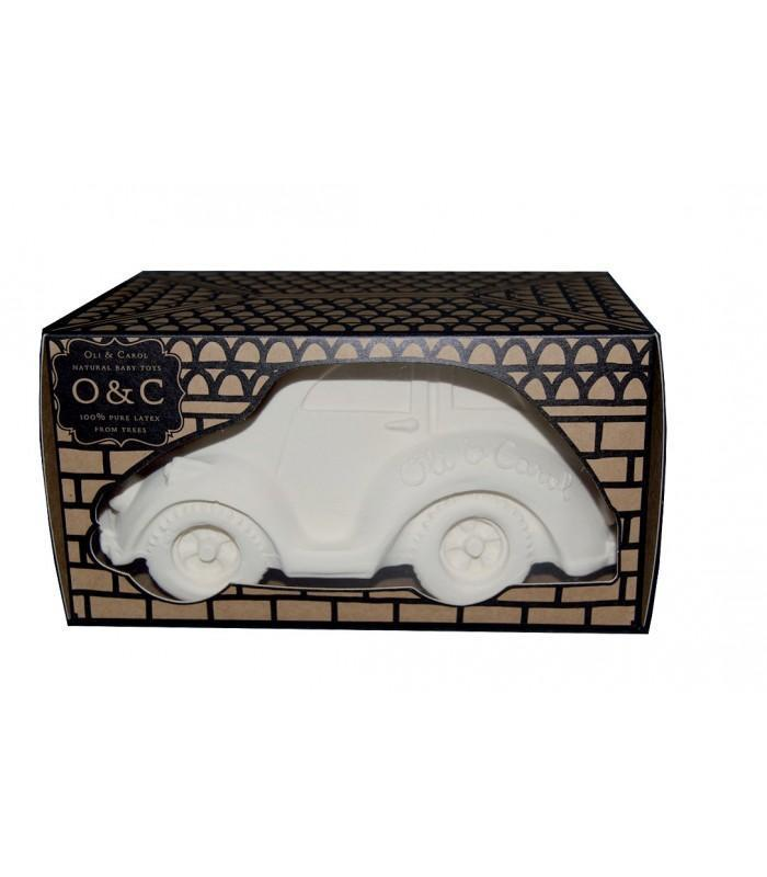 Little oli + carol play beetle car in a box in white