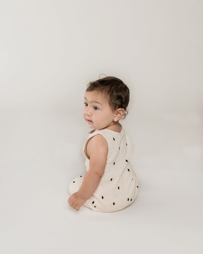Little quincy mae baby girl woven button jumpsuit in natural