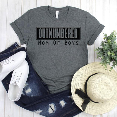 wwwteestoreio-Mom of Boys Tee - Outnumbered Boy Mom Shirt - Love My Boys Shirt - Boy Mama - Mom Gift - Mama Bear