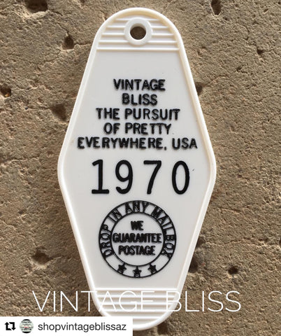 White Vintage Bliss Key Fob