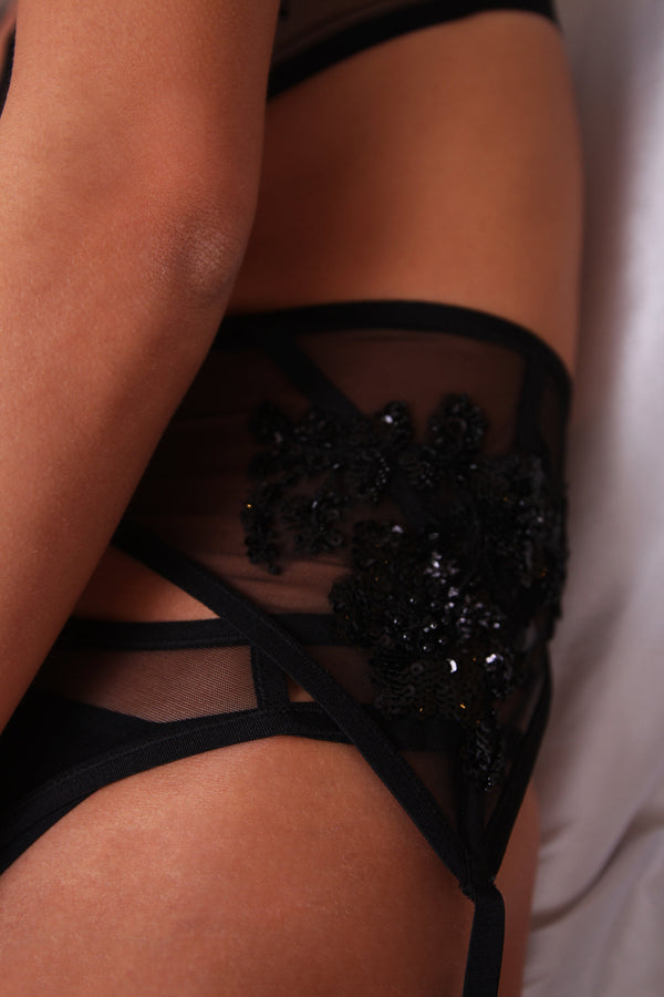 Taryn Winters // Bespoke Embroidered Garter Belt - Studio asanawa
