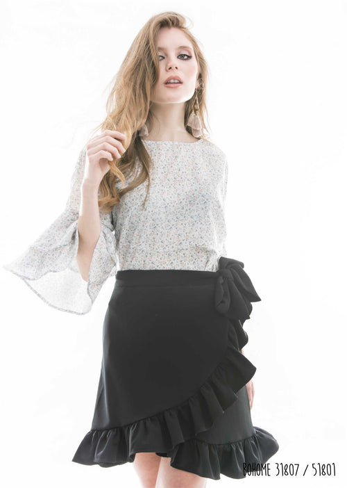 Blouse with frills on the sleeve