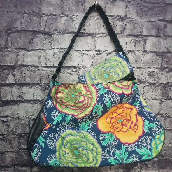 Twisted Tote & Wallet-Cabbage Roses & Coral(Blue)