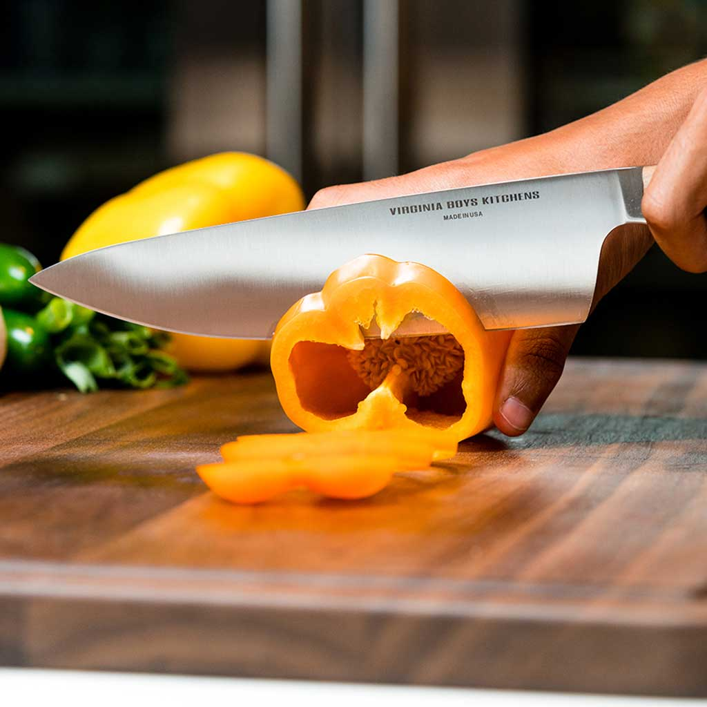 cutting board with edge grain, rubber feet and juice groove