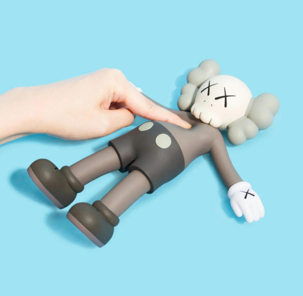 KAWS HOLIDAY 8.5IN BATH TOY