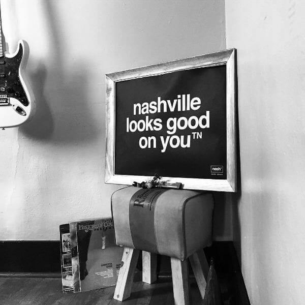 nashville tennessee designer guitar with nashville looks good on you print
