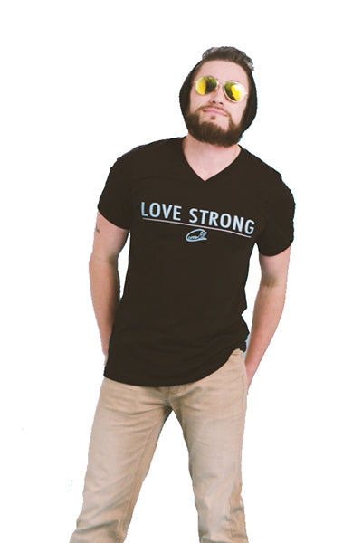 Love Strong / Mens T-Shirt