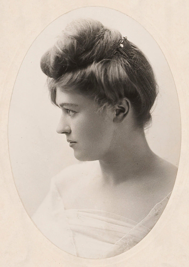 Artist Ruby Lindsay, who took the surname Lind to distinguish her work from that of her famous brothers.