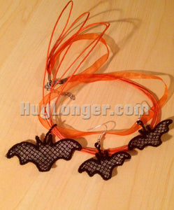 Free Standing Lace In the Hoop Bat Jewelry pattern