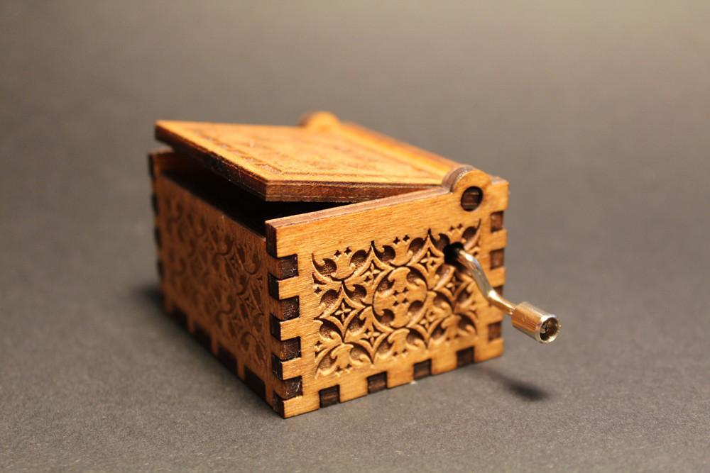 Engraved wooden music box HP