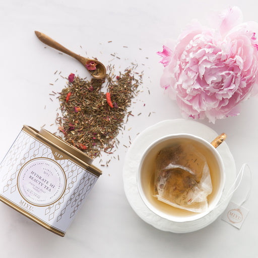 Providing age-defying, caffeine-free hydration, this light and fruity premium loose leaf tea blend is made of green rooibos, goji berries, rose petals and sweet notes of pear.