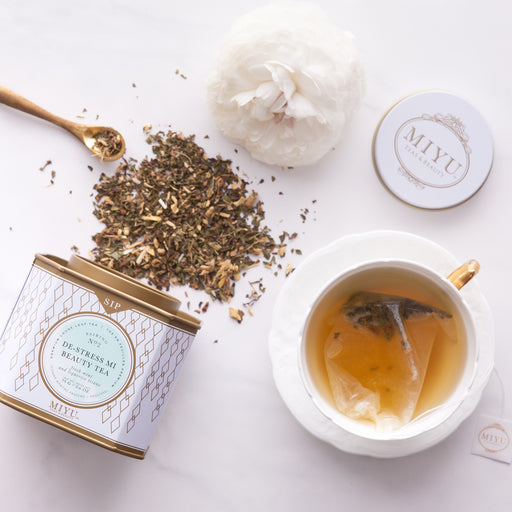 soothing, caffeine-free detoxification, this fresh and earthy premium loose leaf tea blend is made of peppermint, Chinese liquorice, and chamomile blossoms.