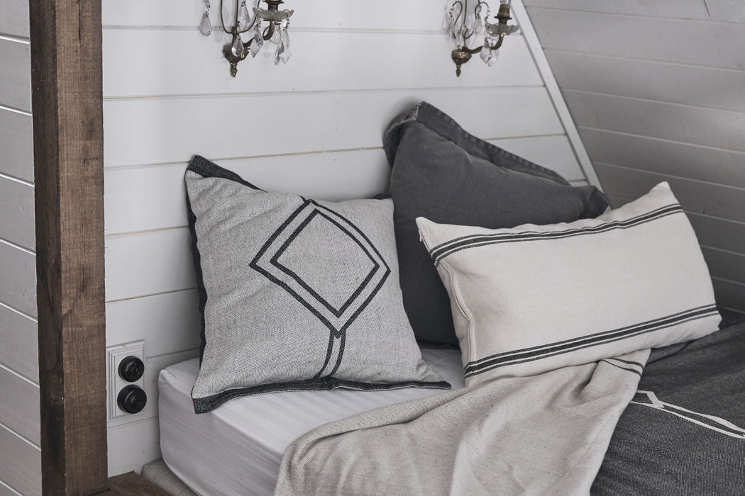 Double-sided square pillow cover made of 100% cotton