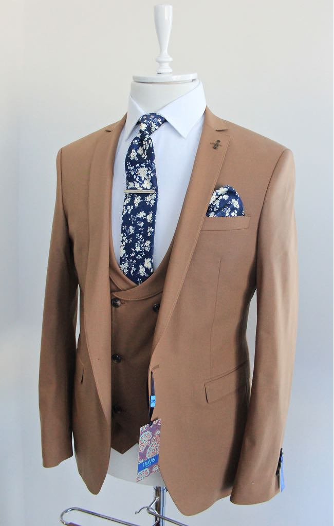 Carter Beige Suit by Travis