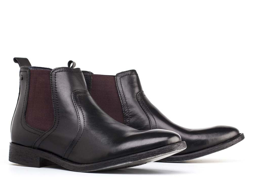 Combust Black by Base London is perfect for any formal event, work or even a casual night out. A simple and neatly designed men's leather Chelsea boot.
