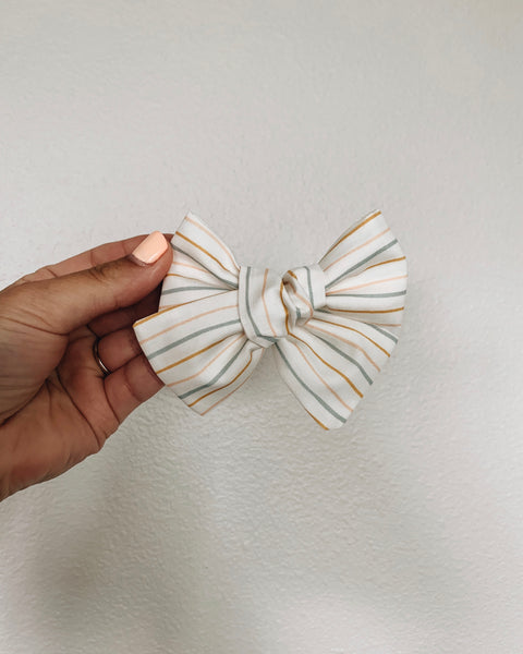 Classic Lines Classic Bow