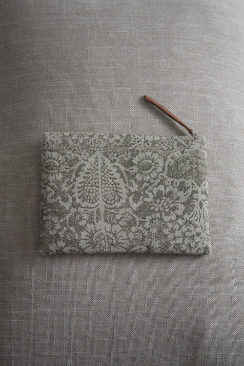 Linen Purse Taupe Detail