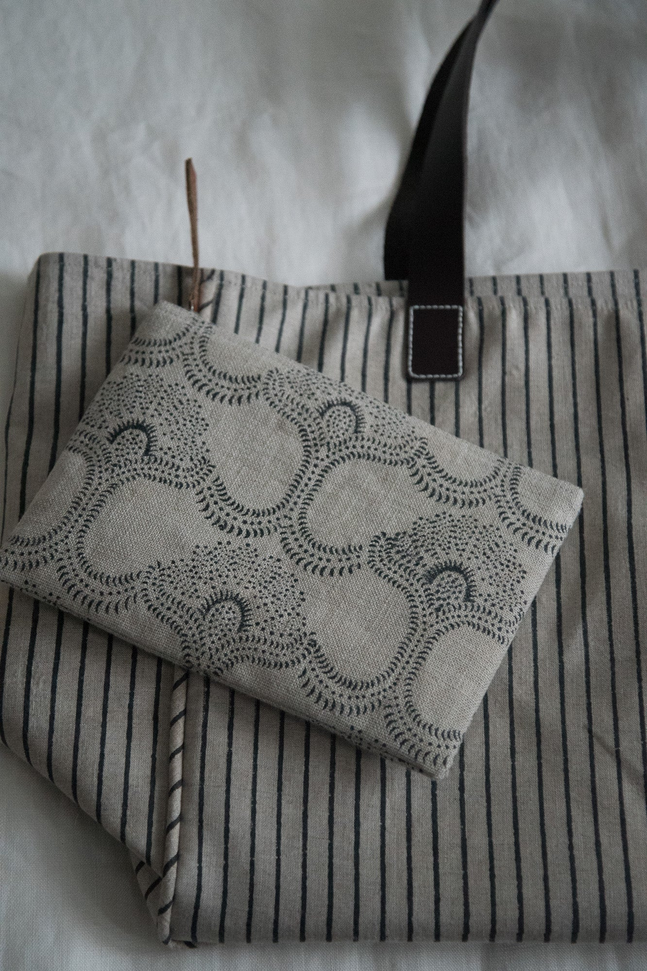 Linen Purse Black Detail