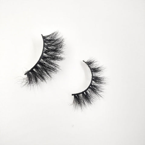 The difference between 25mm lashes and 18mm lashes