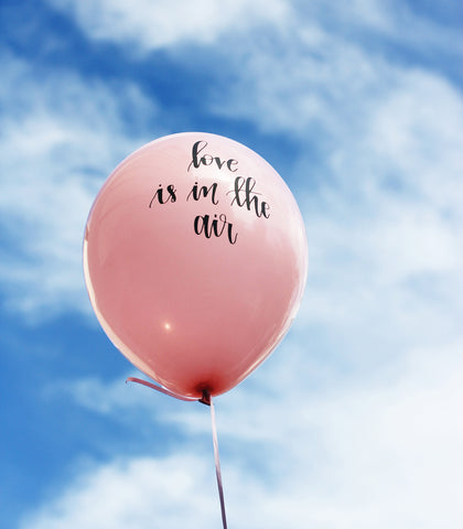 'Love is in the air' balloon pack
