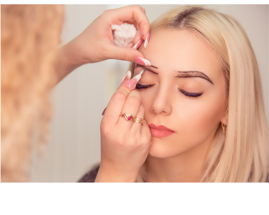 outlining eyebrows before an embroidering procedure