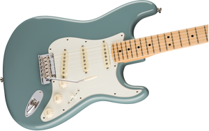 Fender American Professional Stratocaster®, Maple Fingerboard, Sonic Gray