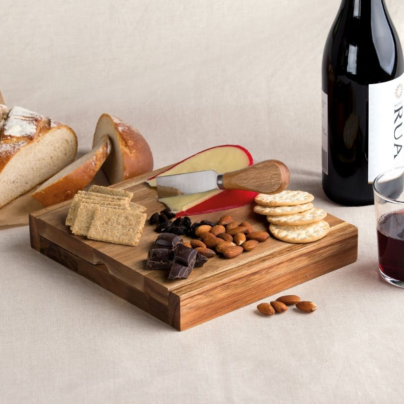 Clamshell Cheese Board - Po 'di fame