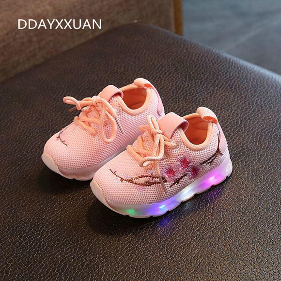 Kids Shoes For Girls Boys Luminous Shoes 2018 Casual Sneakers LED Lighted Children Glowing Shoes With Flowers Air Mesh Soft