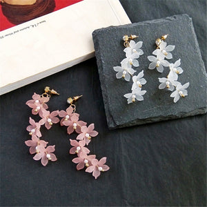 Fashion Trendy earrings flowers stud earrings for women Vintage creative temperament contracted