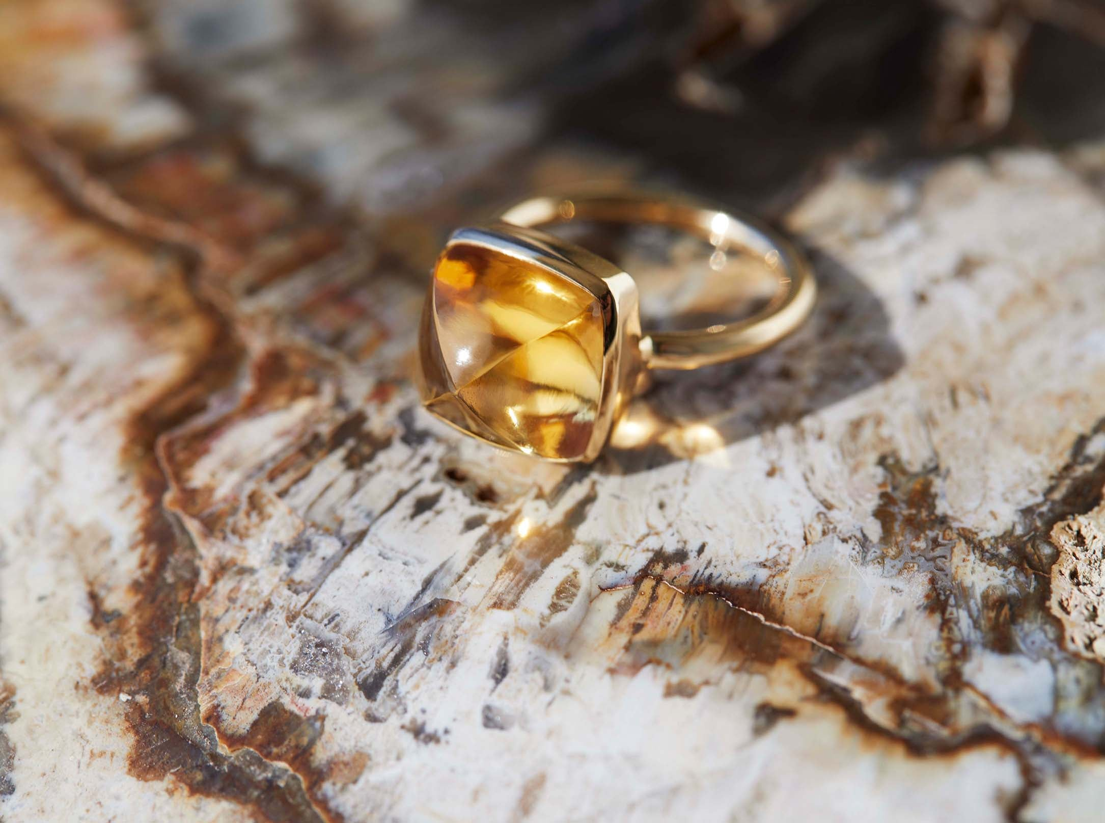 SUGARLOAF Cut Ring - CITRINE 8MM, 18K Gold
