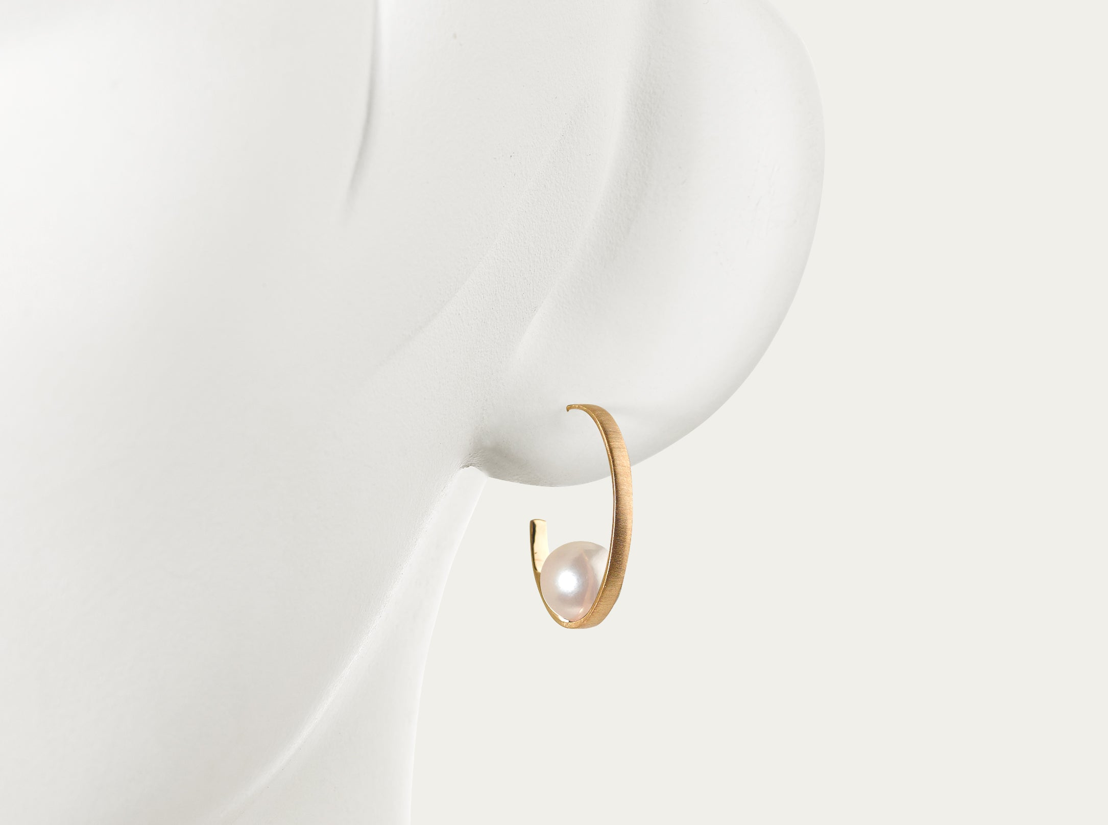 Eclipse Gold hoop earring with Akoya Pearls (pair)