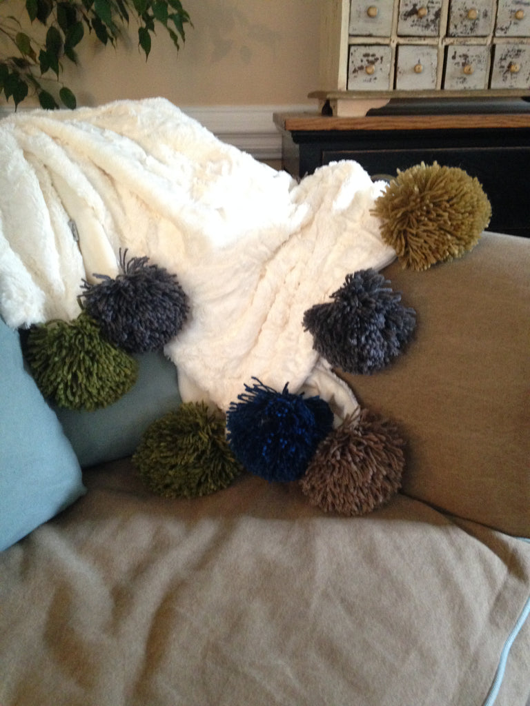 the GIANT pom pom throw project