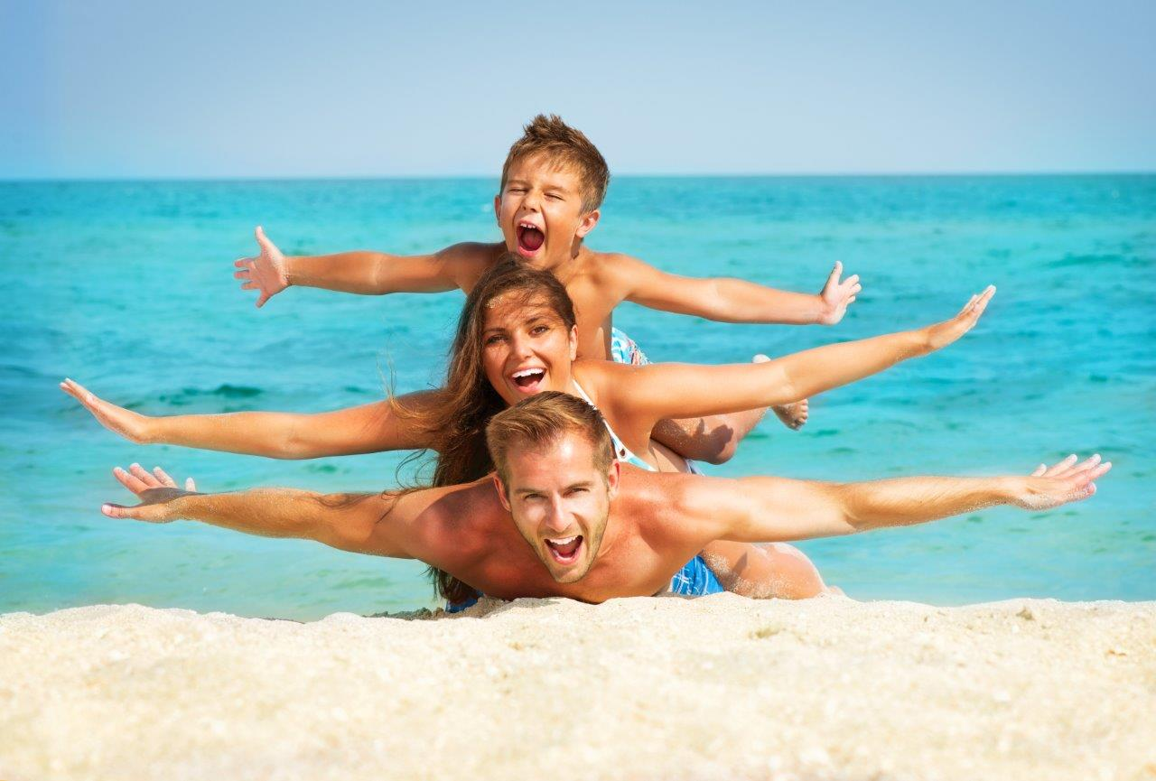 Summer group family photo at the beach