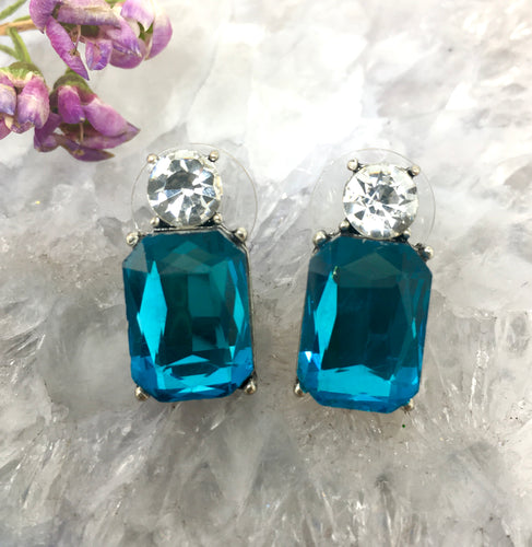 FACETED GLASS STUDS - AQUA