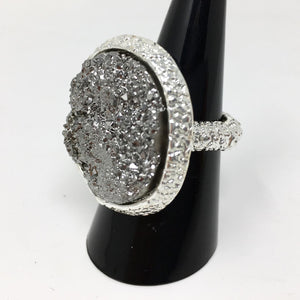 CRYSTAL STYLE ELASTICATED RING - PEWTER