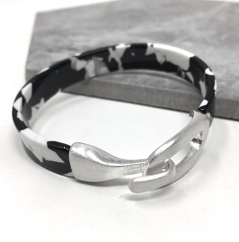 RESIN BANGLE MONOCHROME