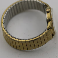 1966 Bulova / Caravelle Mens Gold Interesting Dial and Bezel Watch - w/ Gold Bracelet